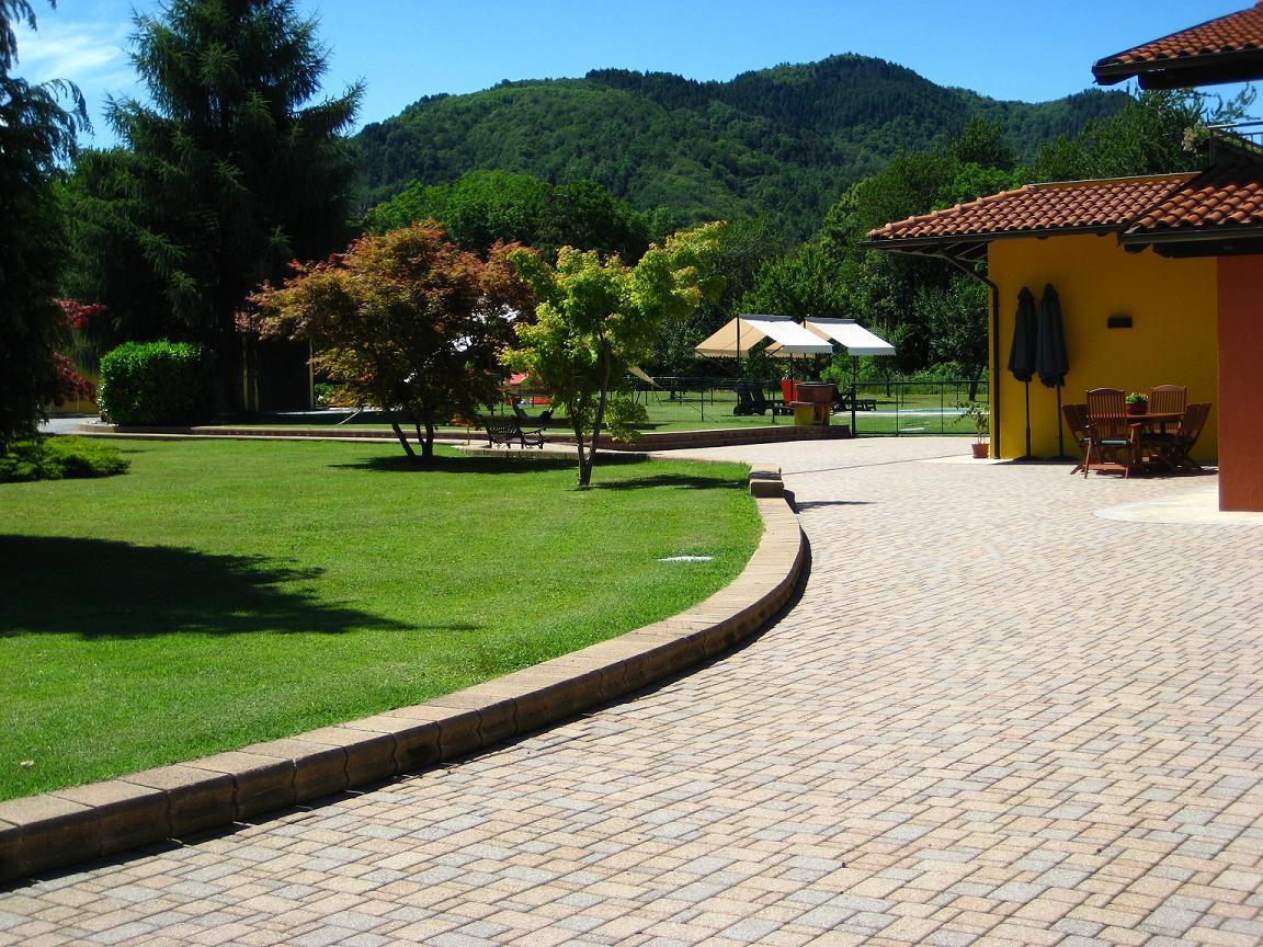 Borgo vecchio immobiliare cuneo for Piscina cuneo